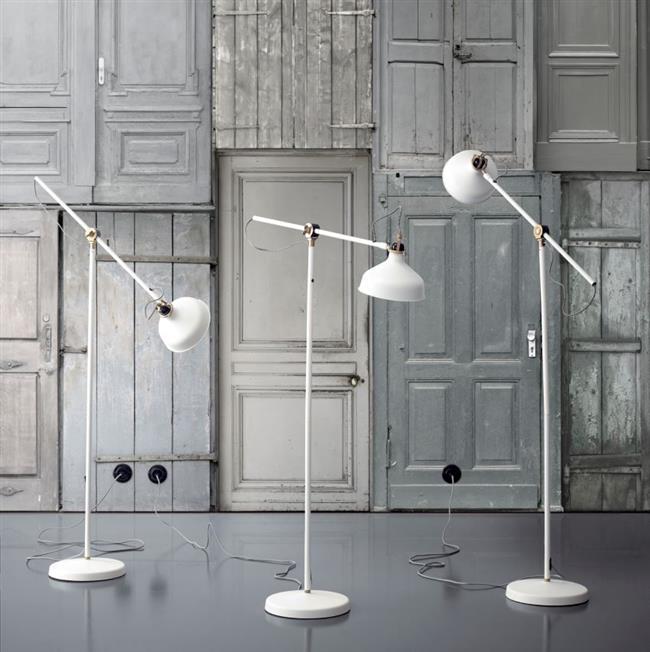 Индустриальные светильники белого цвета от ИКЕА.