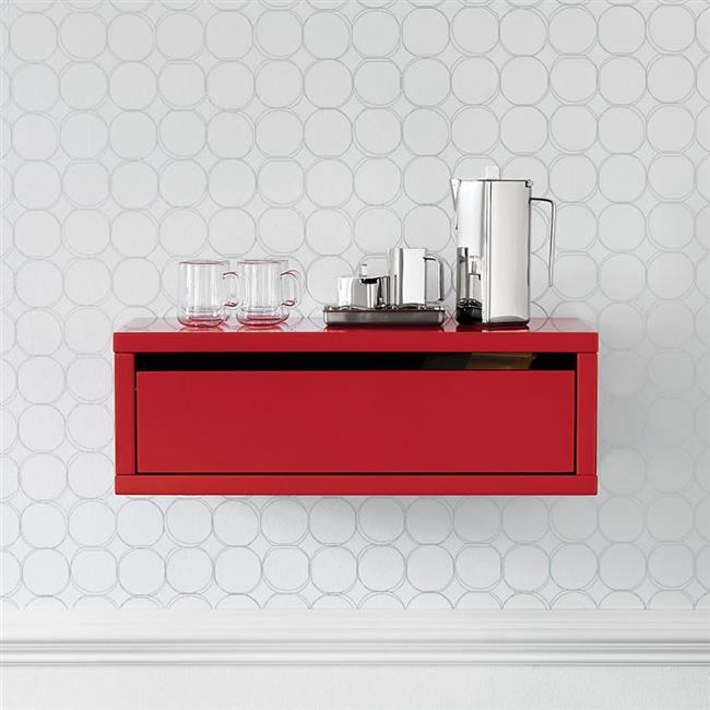 Светло-серые геометрические обои в интерьере кухни.