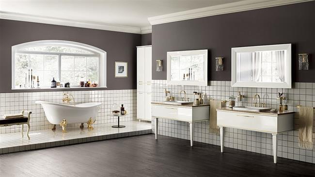 Итальянская ванная комната с мебелью в ретро стиле.