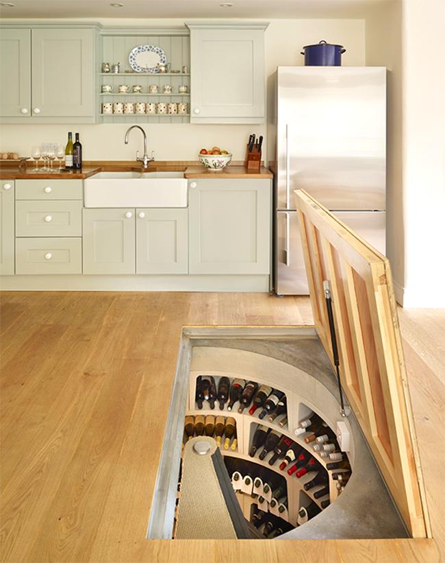 Уникальный винный погреб в полу современной кухни.