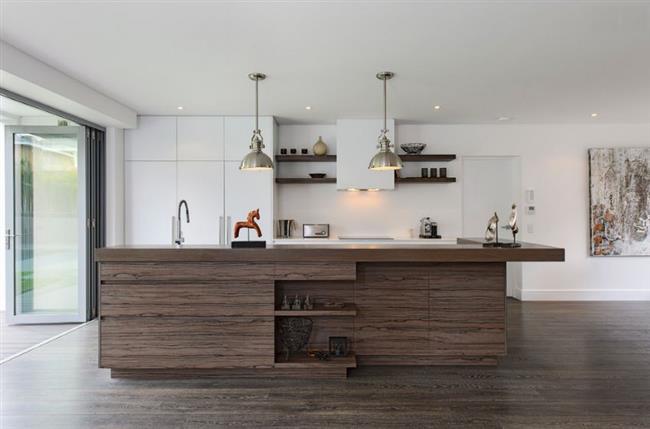 Ламинат в интерьере современной кухни.