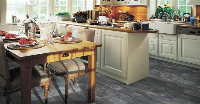 Темно-серый ламинат в интерьере современной кухни.