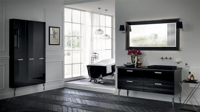 Черно-белая ванная комната в итальянском стиле.