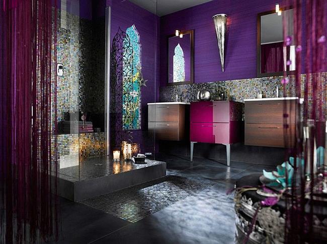 Средиземноморская ванная комната с мозаикой.