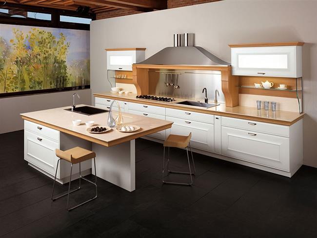 Светлая мебель «Джоконда» в интерьере небольшой кухни.