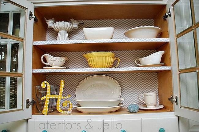 Оберточная бумага для модернизации кухонного шкафа.