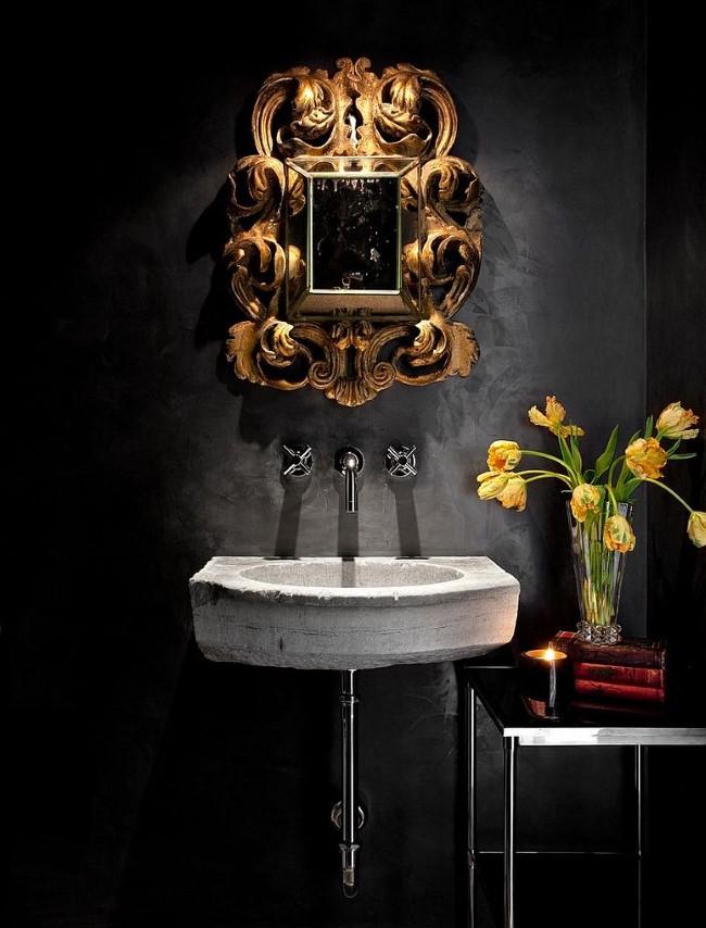 Средиземноморская ванная комната в темных тонах.