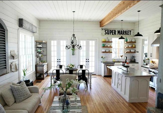 Современный кухонный стол с бетонной столешницей и деревянной основой.