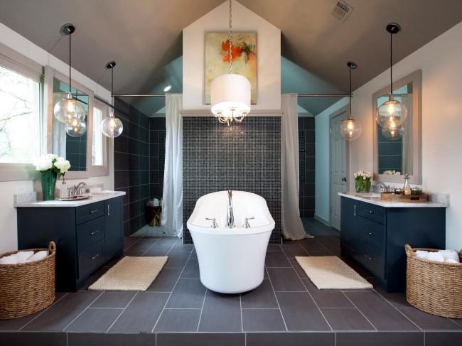 Ванная комната с белым необычным абажуром.