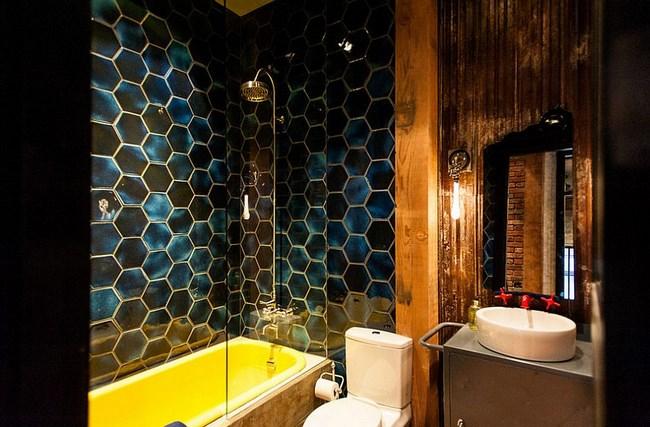 Эклектическая ванная комната с элементами индустриального стиля.