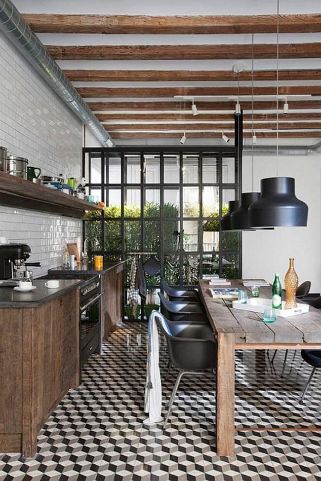 Небольшая кухня с напольной геометрической плиткой.