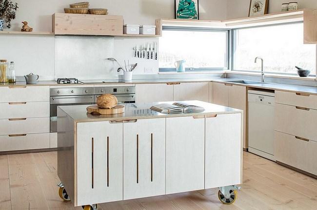 Современная кухня в светлых тонах.