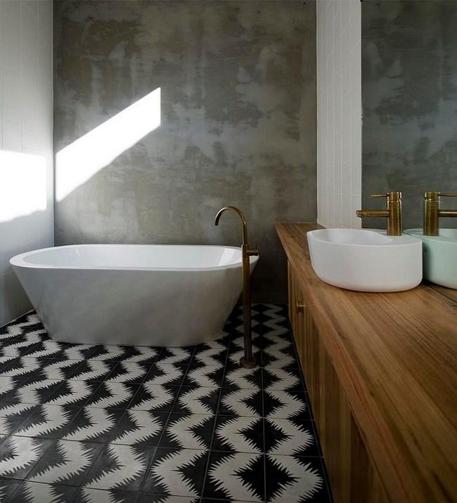 Черно-белая плитка в интерьере индустриальной ванной.