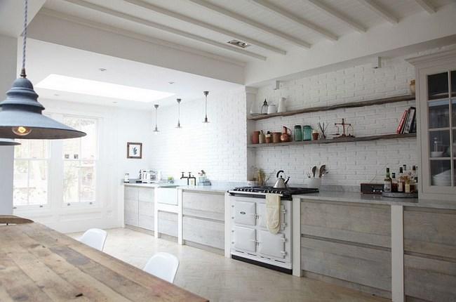 Интерьер кухни в деревенском и скандинавском стилях.