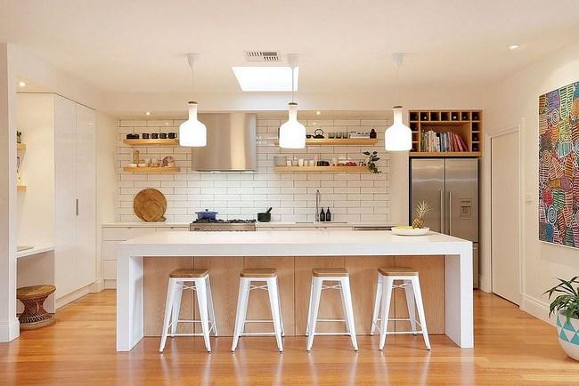 Просторная кухня-столовая в скандинавском стиле.