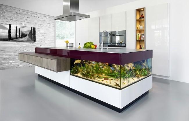 Аквариум-стол в интерьере современной кухни.