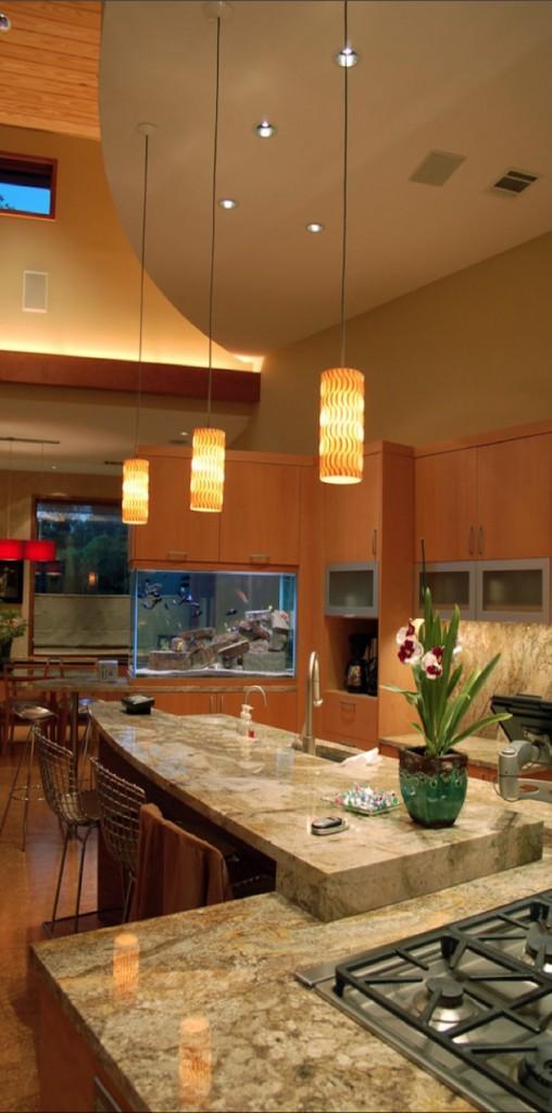 Квадратный аквариум с неоновой подсветкой в интерьере современной кухни.