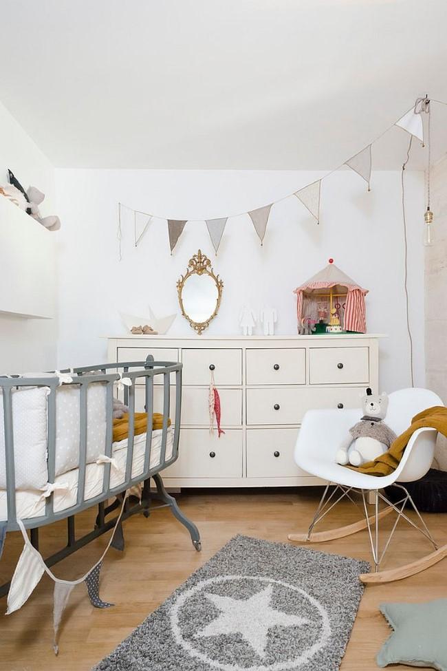 Серо-белая детская комната с элементами минимализма.