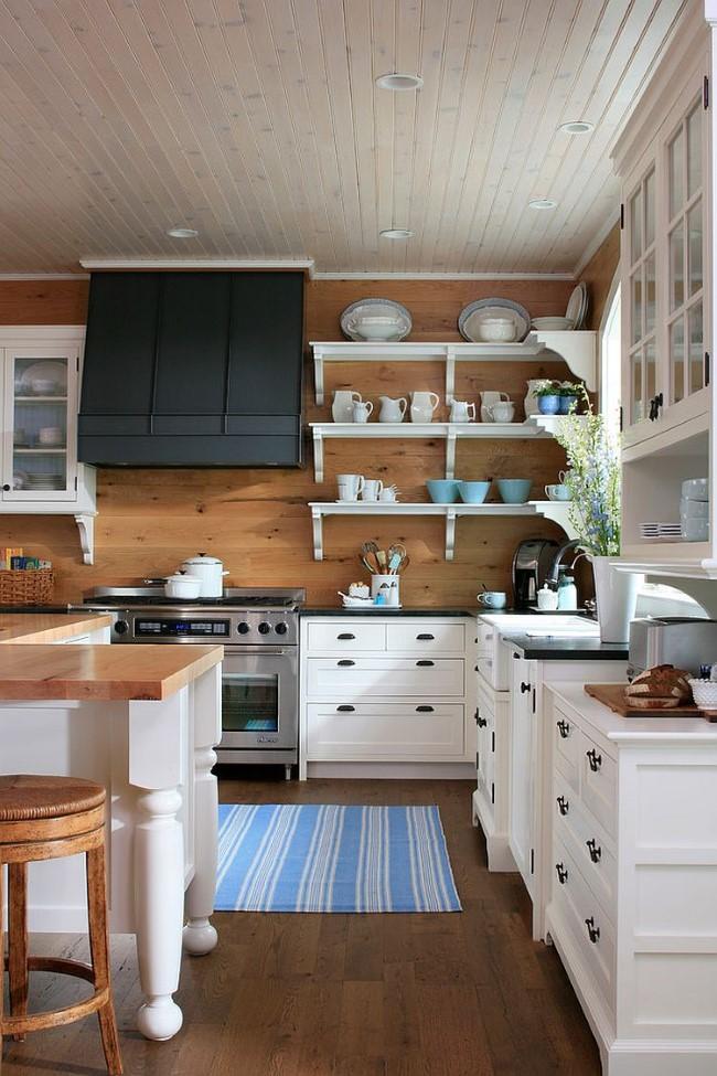 Полосы на потолке и полу кухни.