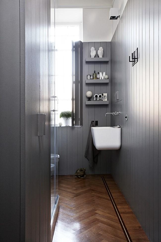 Миланская минималистическая ванная комната в серых тонах.