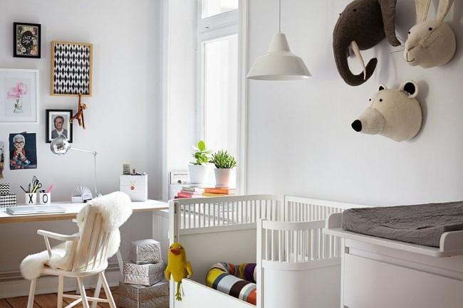 Детская комната и домашний офис в одном помещении.