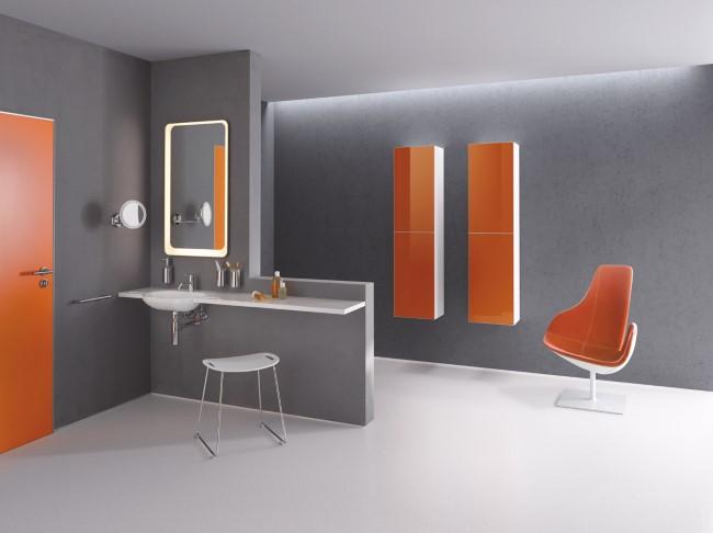 Серо-оранжевый мебельный комплект для ванной от M 40 HEWI.