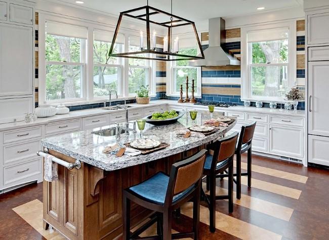 Полосатые плитки в стильной ретро-кухне.