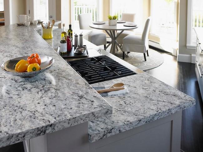 Складной кухонный стол с гранитной столешницей.
