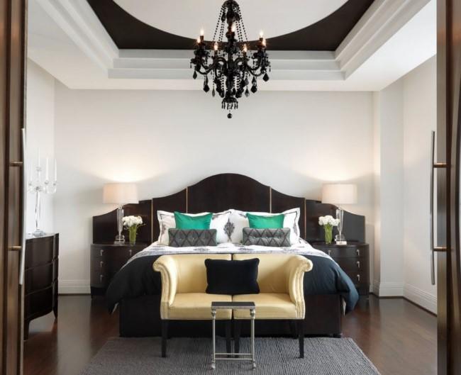 Стильная черная люстра в интерьер черно-белой современной спальни.