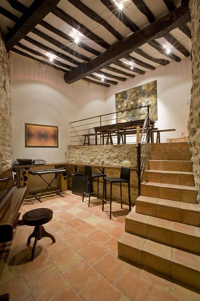 Двухуровневый офис-студия в средиземноморском стиле.