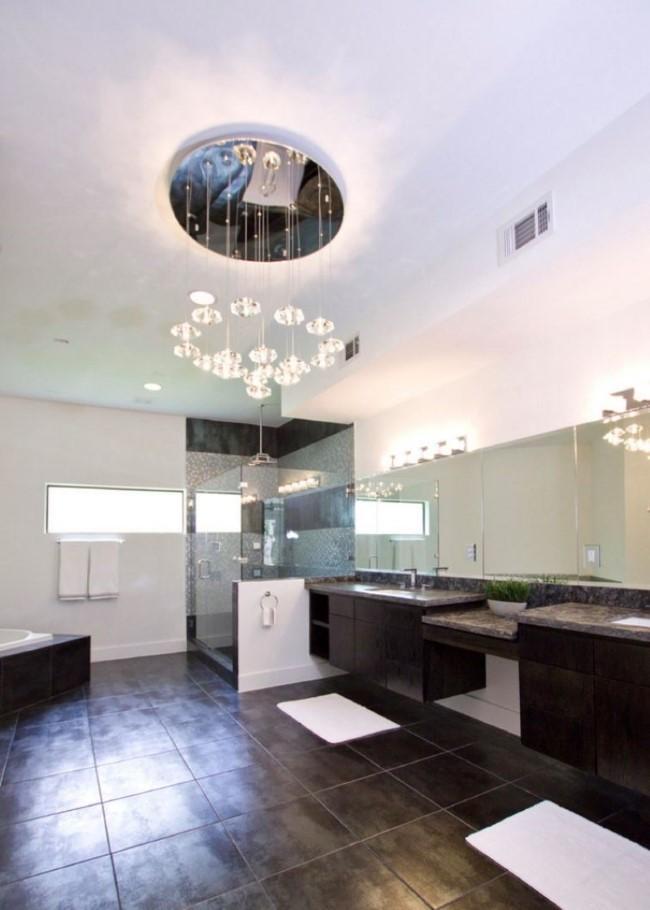 Керамическая плитка, имитирующая металлическое покрытие в интерьере современной ванной.