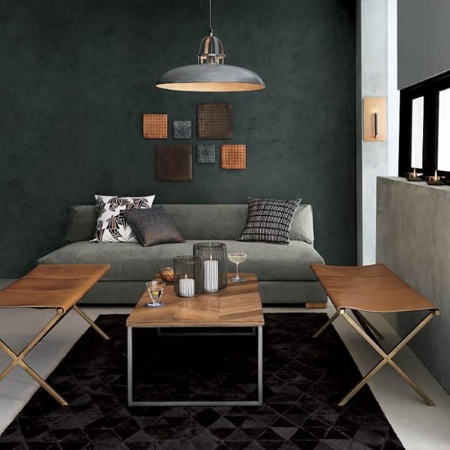 Серые стены в интерьере гостиной с элементами теплой и холодной цветовой гаммы.