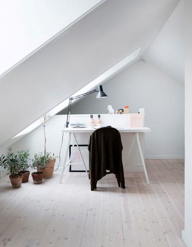 Стильный дом в скандинавском стиле с просторным офисом на мансарде.