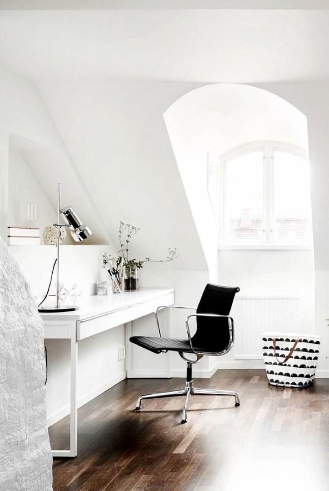 Скандинавский стиль в интерьере квартиры, расположенной на чердаке.