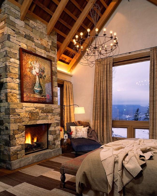 Кирпичные стены и деревянный дубовый потолок в интерьере уютной спальни.