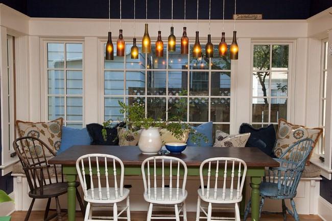 Необычные светильники-бутылки своими руками в интерьере уютной столовой.