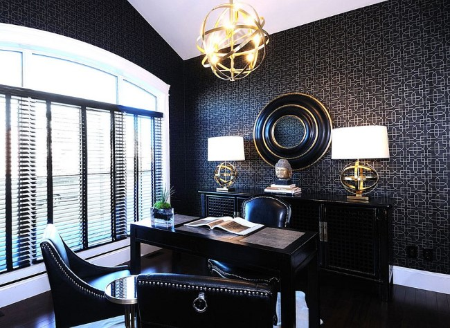 Эксклюзивный домашний офис в современном стиле с элементами черного, белого и золотого цвета.