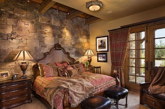 Оформление стены над кроватью в спальне в деревенском стиле каменной кладкой.