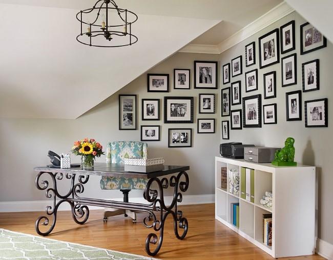 Дизайн черно-белой комнаты в средиземноморском стилевом направлении.