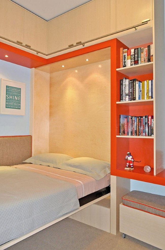 Уютная гостевая комната, объединенная с игровой зоной для детей.