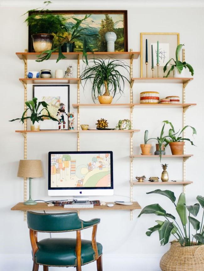 Уютный домашний кабинет в светлых пастельных тонах и оттенках.