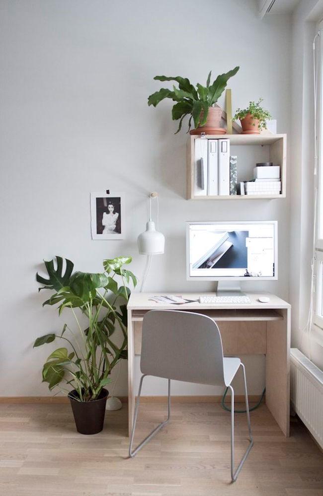 Стильный домашний кабинет с интерьером в экологическом стиле.