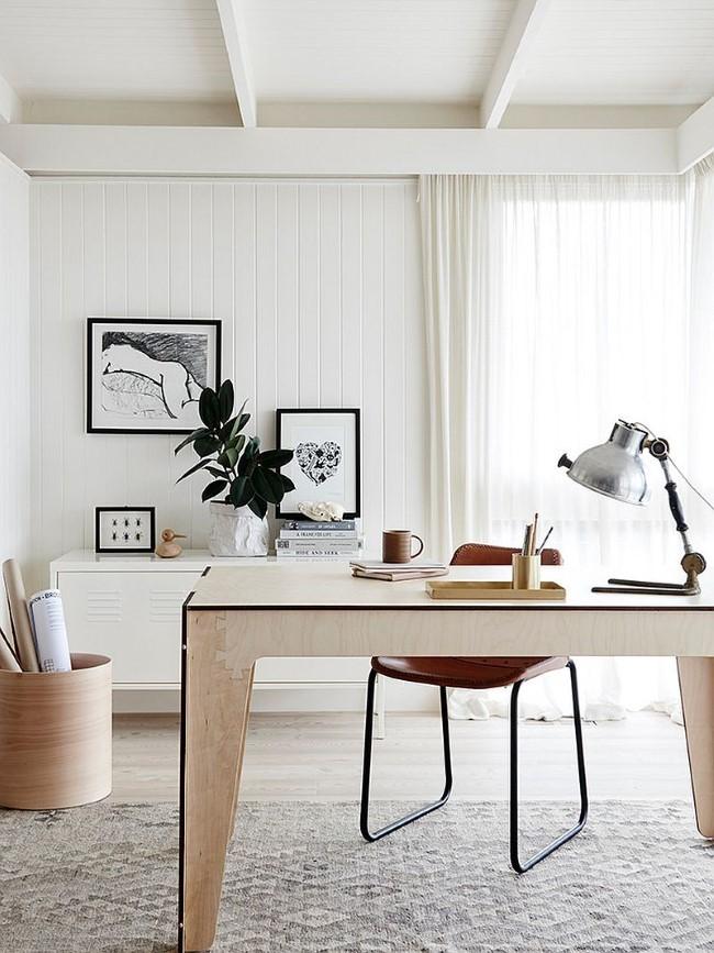 Просторный домашний кабинет в скандинавском стилевом направлении.