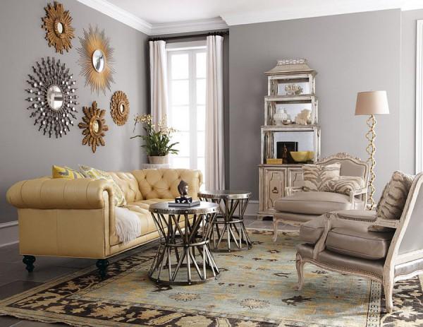 Коллекция блестящих зеркал оживляет гостиную
