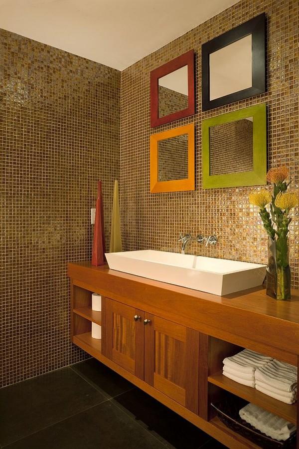 Цветные рамки добавляют комнате яркости