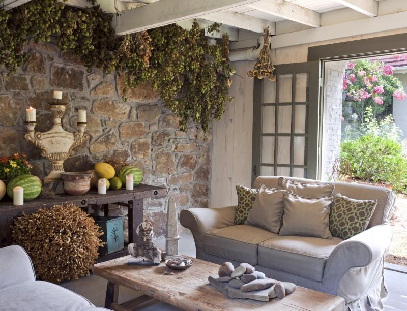 Интерьер белого деревянного дома