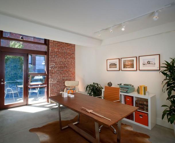 Акцентная кирпичная стена для современного домашнего кабинета