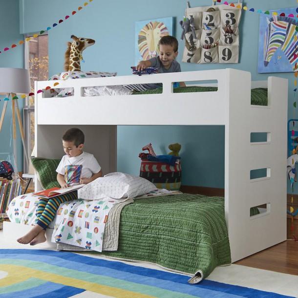 Двухъярусная кровать, выполненная в соответствии с нормами безопасности