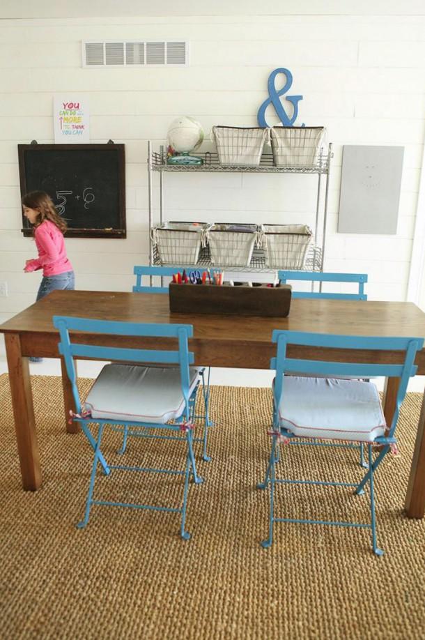 Комната двойного назначения: кухня и рабочее место