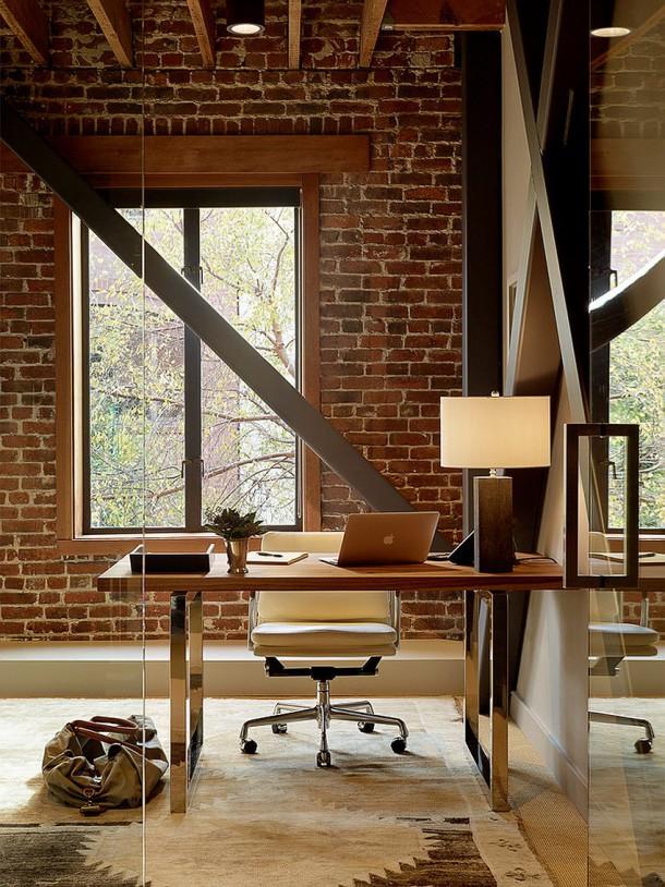 Голая кирпичная стена - лучший фон для кабинета в индустриальном стиле